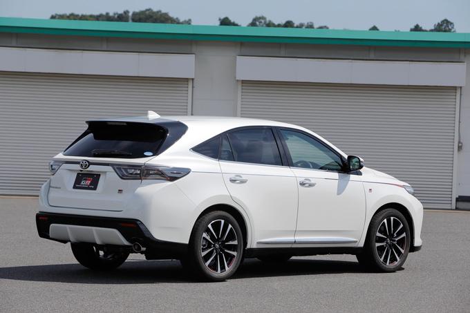 ▲ベースグレードは2Lガソリン車、2Lターボ車の2種類。スポット打点追加やブレース追加によって見えない部分に補強が加えられている。低く抑えられた車高や専用マフラーを装着するなど明らかにベース車よりも見た目はスポーティだ