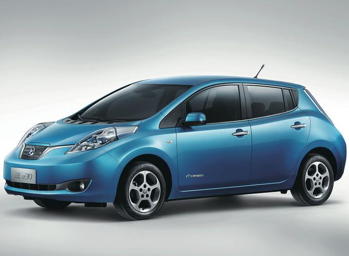 ▲東風汽車との合弁自主ブランドである、ヴェヌーシアで販売されている先代リーフ(現地名e30)