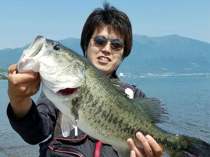 ▲小さい頃から魚釣りが趣味の齋藤さん。腕もなかなかのもので、こんな大物を釣り上げたことも!