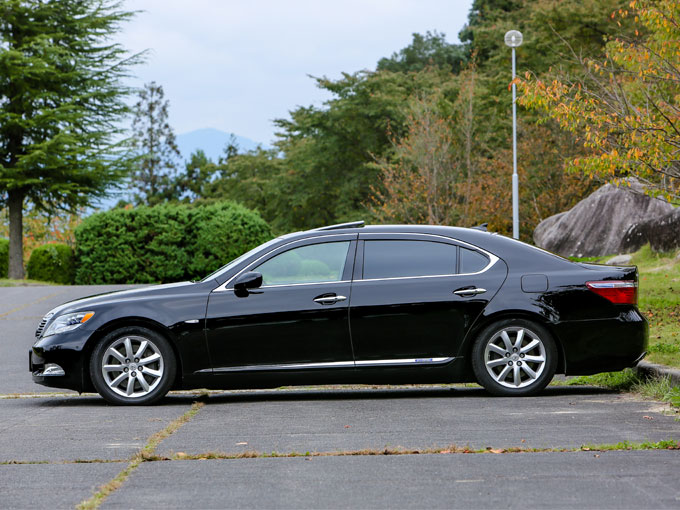 ▲今回のモデルは600hLというグレードで、ホイールベースが600hに比べ120mm長くなっている。それに伴い後席のスペースも広くなっており、さらに高い快適性を備えている