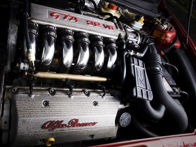 ▲写真はアルファロメオ 156 GTAの3.2Lエンジン。このようなディープで強烈なガソリンエンジンを普通に楽しめるのも、もしかしたらあとわずかな時間なのかも?