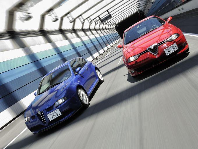 ▲イタリアのアルファロメオが製造販売していたアルファロメオ 156 GTA(右)と147 GTA(左)