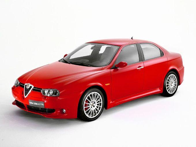 ▲日本では2002年7月から販売されたアルファロメオ 156 GTA。6MTの「156 GTA」の他、セミATの「156 GTAセレスピード」とスポーツワゴンの「156 GTAスポーツワゴン」がある。中古車相場は、各種条件にもよるがおおむね総額130万~200万円といったニュアンス