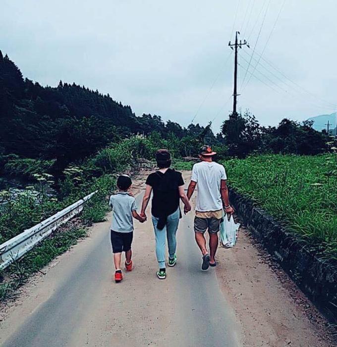 ▲こちらも、とある日のキャンプでのひとコマ。一鷲くんではなく、ママが真ん中というのが岡田家らしい!(写真:ご本人提供)