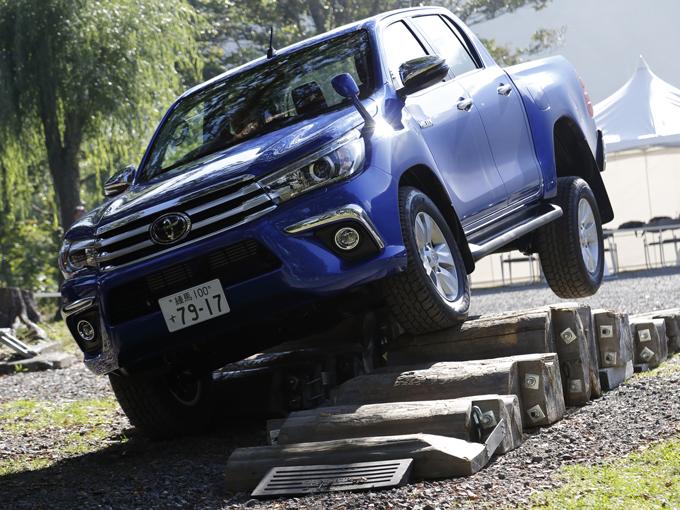 トヨタ ハイラックスが、走破性と乗り心地に磨きをかけて日本に帰ってきた!