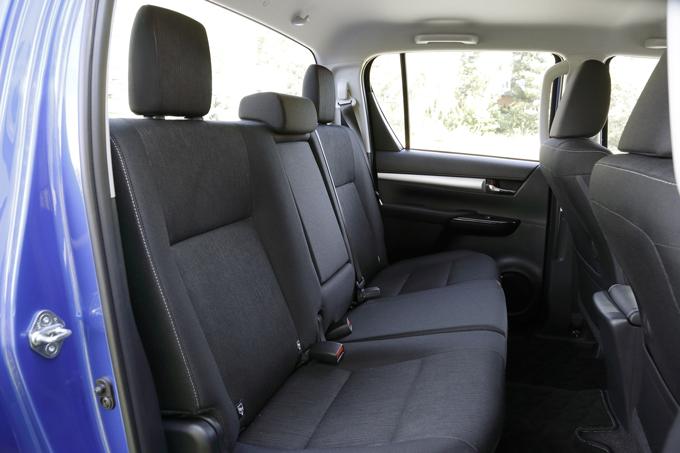 ▲後席シートは6:4分割式。簡単な操作でチップアップでき、乗車人数や荷物に合わせたシートアレンジが可能
