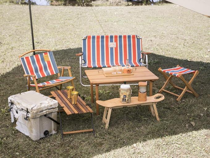▲テーブルやベンチ、椅子は使うほどに味わい深くなる木製を愛用。いずれも小さく分解できるので、ラゲージに効率よく積める
