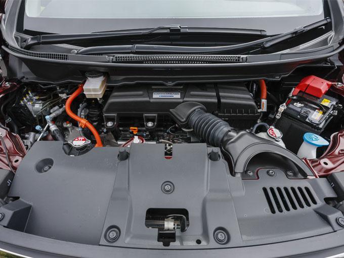 ▲スパーダにはハイブリッドモデルが追加された。燃費の向上だけではなく、力強い走りにも貢献している