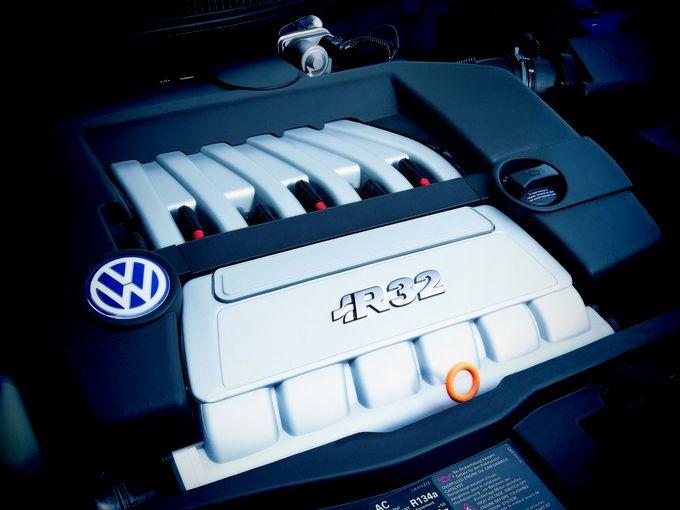 ▲いつまでそれを楽しめるかわからない時代だからこそ、「名機」と称されるディープなガソリンエンジンを今のうちに堪能しておきたい。例えばそれは、フォルクスワーゲン ゴルフ R32が搭載した3.2L自然吸気V6だ