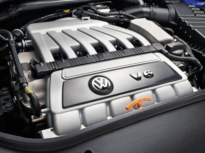 ▲最高出力250psを発生させるゴルフ5 R32の3.2L自然吸気V6エンジン。15度という、V型エンジンとしてはかなり狭角となるバンク角はフォルクスワーゲンの伝統のひとつ