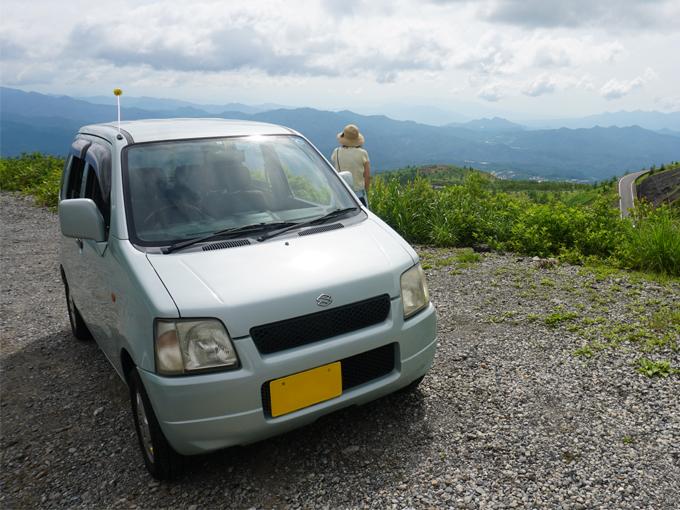 ▲現在乗っているのはこちらのワゴンR(2代目)。燃費も使い勝手も良いのですが、人が乗りきれなかったのは大誤算……