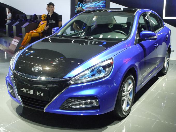 ▲トヨタの中国における合弁パートナーのひとつ、中国一汽もEVコンセプトセダンを展示していた。こちらは天津一汽の「駿派A70」というセダンがベース。こちらも広汽Eコンセプト同様、将来的にOEM供給される可能性が高そうだ。NEV法の影響がここにも見受けられた