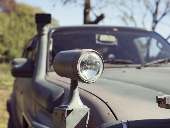 ▲運転席から角度を調整できるサーチライト