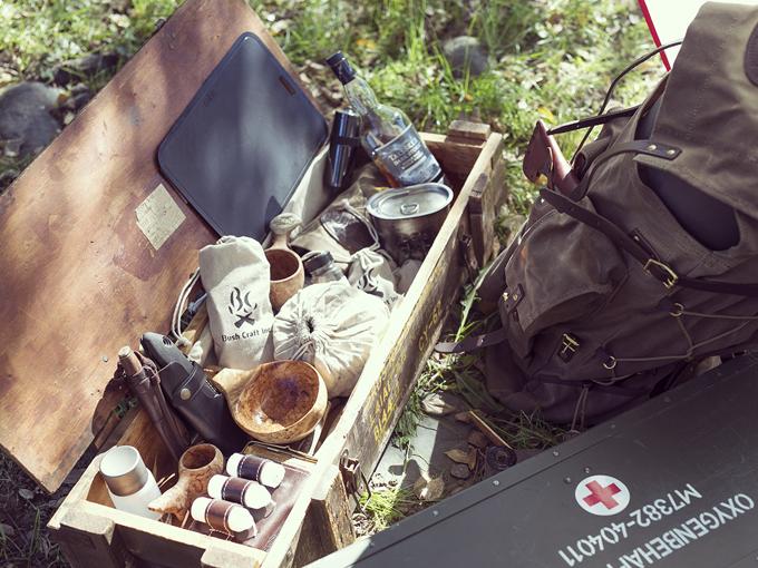 ▲自作したカトラリーなども入れた箱は、もともと砲弾を入れるためのもの