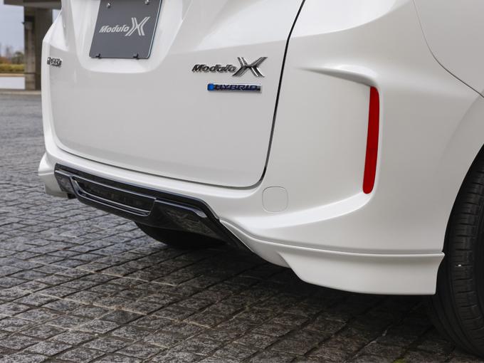 ▲リアバンパーはセンターの一部を黒く塗るなど、まるでレーシングカーのようなデザインです。ミニバンでもここまでスポーティな見た目になるんてビックリです!