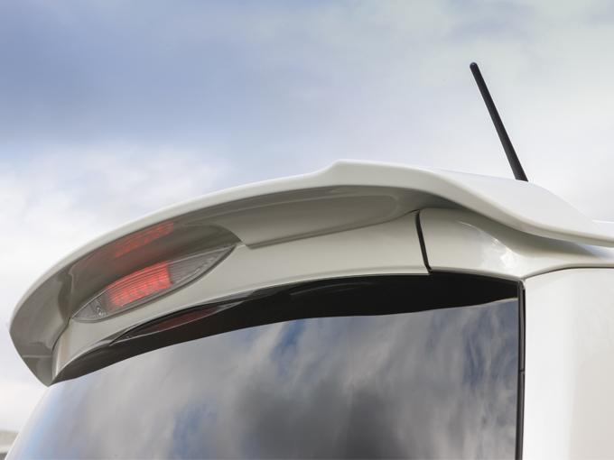 ▲エアロパーツは上記の3点に加えルーフスポイラーも装備。車全体の雰囲気をスポーティにまとめてくれています