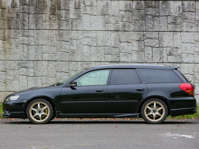▲金色のアルミホイールがお気に入り。4WDのため冬場も安心して使える点も満足しているポイントのようだ