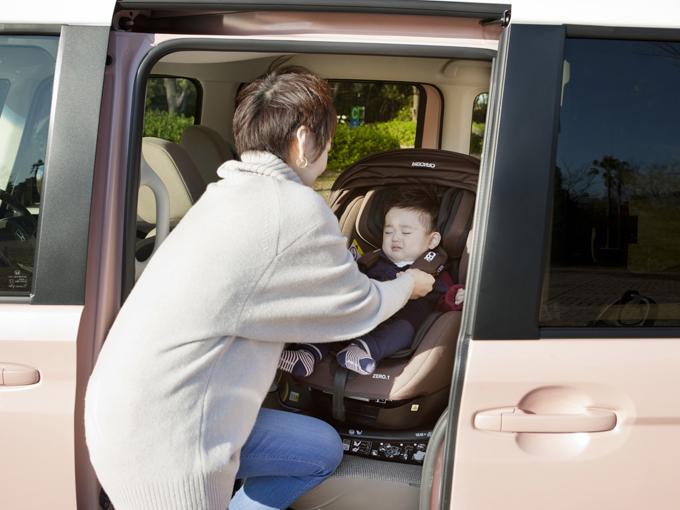 ▲ベビーカーが載るだけでなく、チャイルドシート装着時にどれだけ楽かもとっても重要。頭上に余裕があると楽な姿勢で乗せることができます
