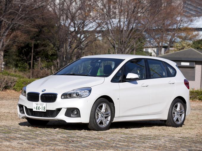 ▲小さい子供とのお出かけに必須のベビーカー。車に乗せた時の使い勝手をママ目線でレポートします。今回は、BMW 2シリーズアクティブツアラーを検証!