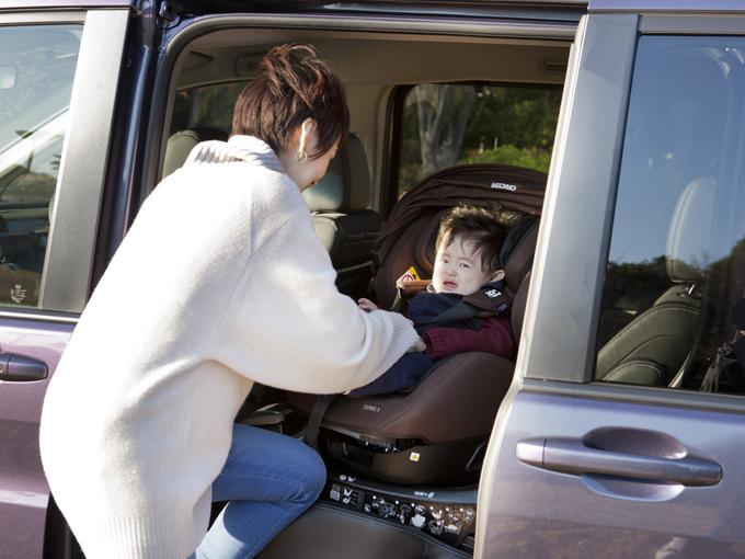 ▲泣く子も黙る、快適な家族のための車。上も横も前後も広々としているので、あらゆる挙動がスムーズ