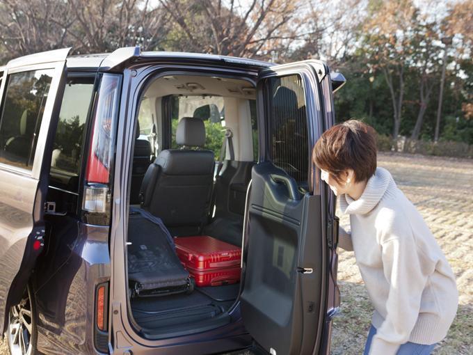 ▲子供だけでなく、アラフォーのおばさんもテンションの上がった『わくわくゲート』。横に開くので後ろに余裕のない駐車場での荷物の積み降ろしも可能