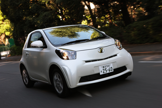 ▲こちらがトヨタ iQ。2008年~2016年まで生産されていた車です