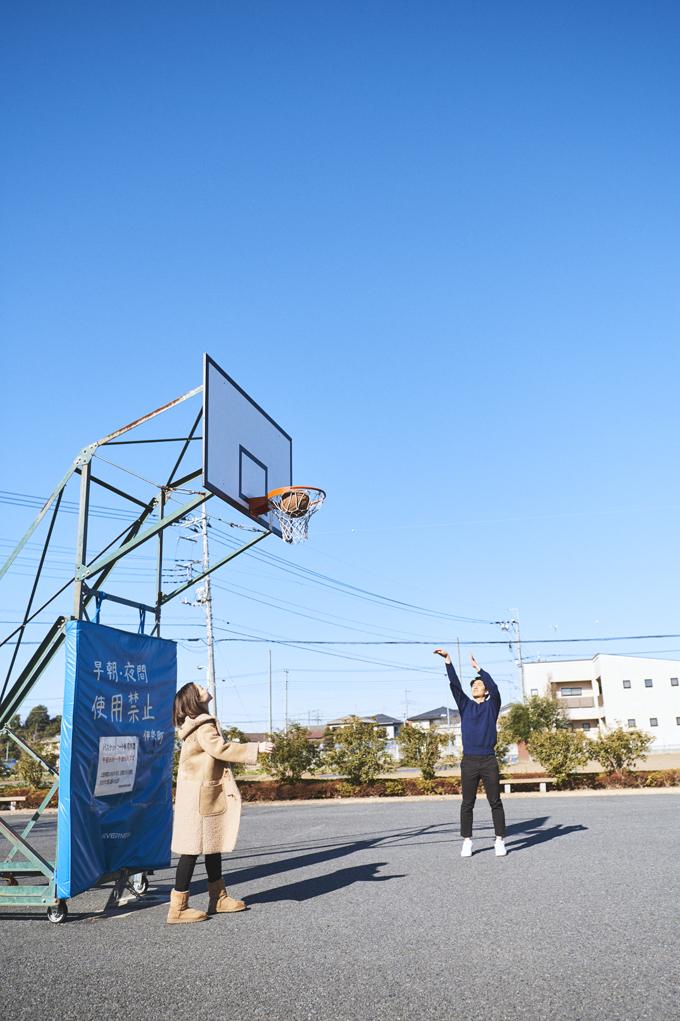 ▲撮影は、自宅近くの公園にて。ここで近所の小学生と1on1をして遊ぶこともあるそうだ
