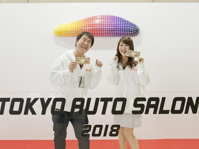▲1万円を握りしめて写真を撮る人がいまだかつていただろうか? 間違いなく、インスタ映えはしないでしょう(笑)