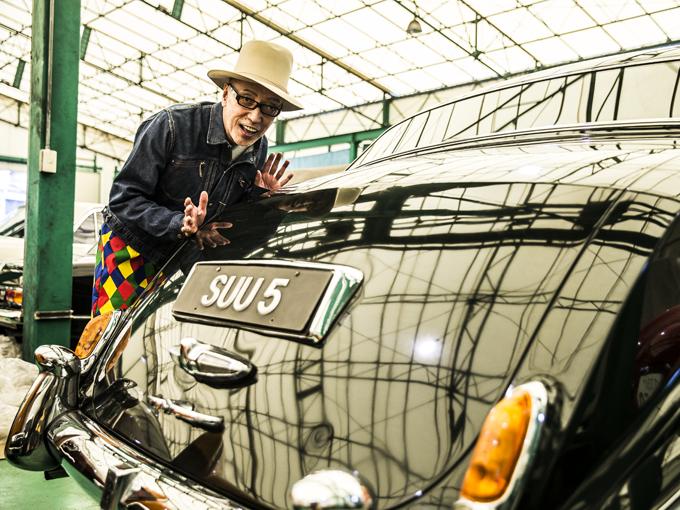 ▲軽自動車からスーパーカーまでジャンルを問わず大好物だと公言する演出家のテリー伊藤さんが、輸入中古車ショップをめぐり気になる車について語りつくすカーセンサーエッジの人気企画「実車見聞録」。誌面では語りつくせなかった濃い話をお届けします!