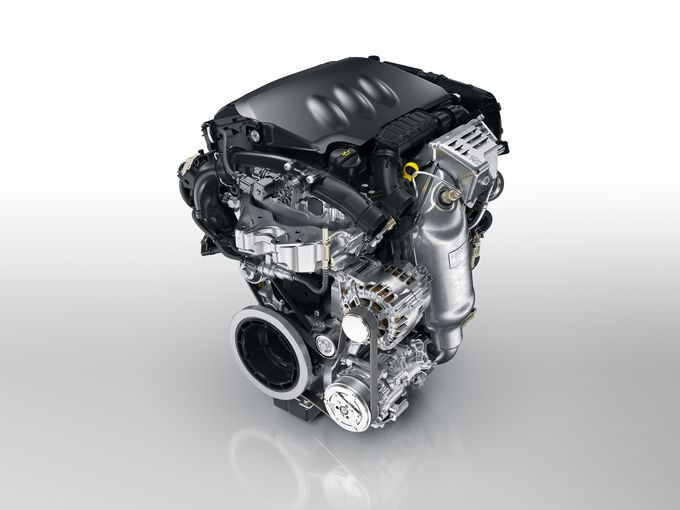 ▲2015年11月のマイナーチェンジで採用されたプジョー・シトロエンの1.2Lピュアテック3気筒ガソリンターボエンジン。「インターナショナル・エンジン・オブ・ザ・イヤー」の1.0~1.4L部門を2年連続で受賞した実力派で、1.2Lとは思えない超絶トルクを発揮します