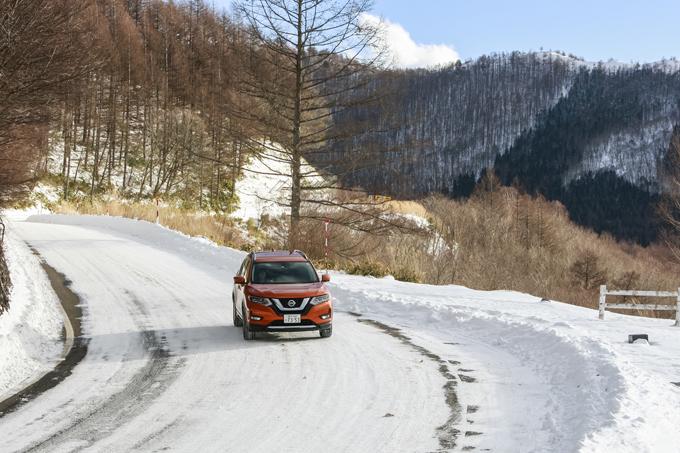 ▲私自身は乗り比べていませんが、同じエクストレイルでもハイブリッド車の方が雪道との相性が良いそうです