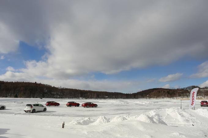▲凍った女神湖の上。まさに極限の路面である