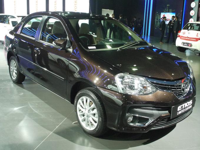 ▲トヨタが新興国向け専用車として開発した、セダンのエティオス。今回のショーでは、その特別限定車が披露された。インドでは超高級車となるカローラアルティスに採用されるボディカラーや、タッチスクリーンディスプレイなどを含むインフォテインメントシステムも採用される
