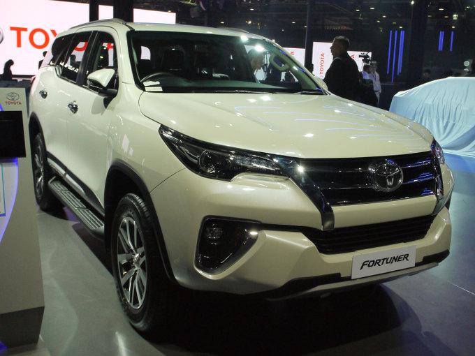 ▲インドはもちろんのこと、インドネシアなど東南アジア各地で人気モデルとなっているのが、トヨタ フォーチュナー。展示されていたのは、X4という4WDモデル。2.8Lディーゼルと2.7Lガソリンエンジンが用意され、前者には5速MTと6速ATが、後者には6MTとiMTが組み合わされる