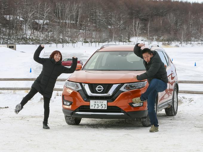 ▲編集者として、そして走り屋……ではなく、いちドライバーとしても大先輩である大脇氏(写真右)に教わりながら、初の雪道運転にチャレンジしてきました~!
