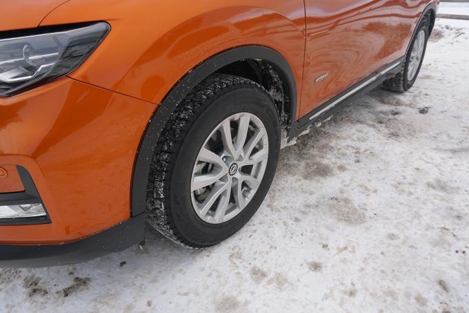 ▲タイヤはブリヂストンのブリザック VRX。大前提なのでポイントには書きませんでしたが、降雪・凍結路には冬タイヤ(スタッドレスタイヤ、オールシーズンタイヤ)かチェーンが必須です!