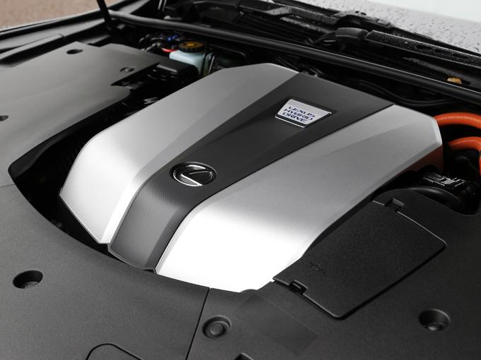 ▲500hは3.5L V型6気筒エンジンに、LCでも採用した10速制御を行うマルチステージハイブリッドを搭載して最適なシフトアップ、ダウンして、気持ち良い加速も得られるという