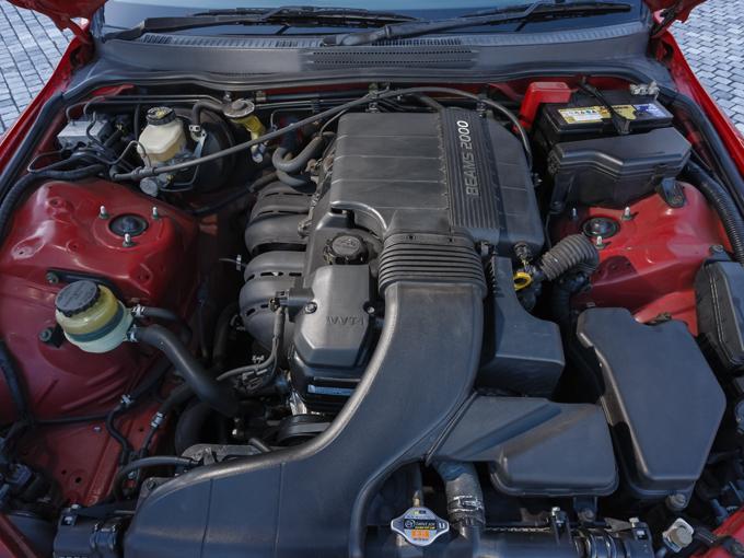 ▲1G-FEはコンパクトな燃焼室で素早く燃焼させる意図があり、粘りがあって乗りやすい。このエンジンをMTで乗るのは初めてだが6MTを大らかに使える粘りは健在だ