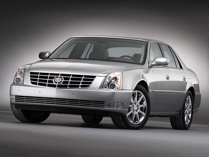 【キャデラック DTS(初代)】キャデラックの最上級モデル、ドゥビルのマイナーチェンジで名称がDTSになった。アメリカのブッシュ元大統領の専用車両のベース車。4.6LのV8エンジンを搭載する。本革や本目パネルによる豪華なインテリアと、たっぷたぷな乗り心地が魅力。湾岸戦争時の技術を応用した民生用「ナイトビジョン(赤外線暗視システム)」を装備
