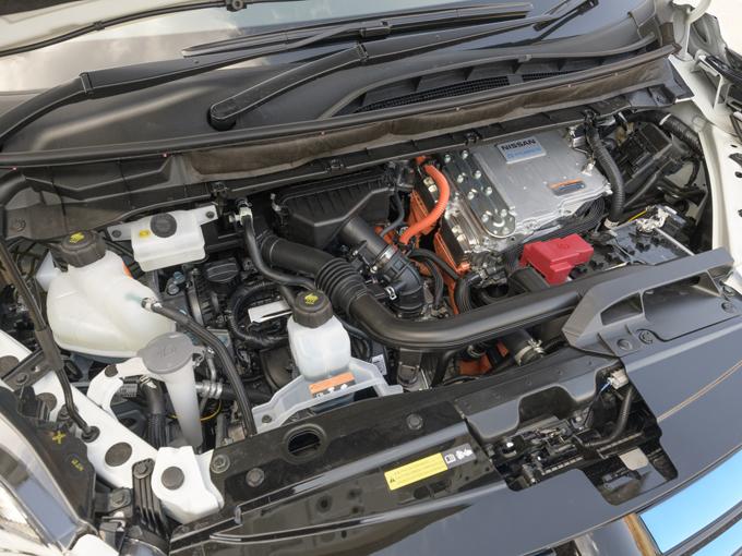 ▲発電用のエンジンも、それらの容量に見合うように7%ほど出力が向上しているそうだ