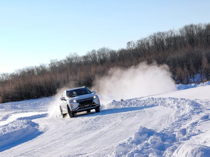 三菱 エクリプス クロスを雪上で試乗。今のところコレが「横置きエンジン最強の4WD」だ