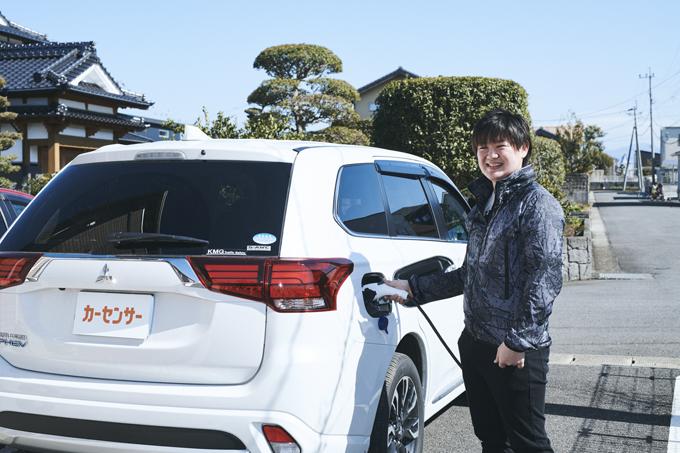 ▲堀内さんが購入したアウトランダーPHEV(初代)。PHEV=プラグインハイブリッド電気自動車(Plug-in Hybrid Electric Vehicle)とは、「電気がなくなってしまっても、ガソリンエンジンで発電し走ることができる電気自動車」