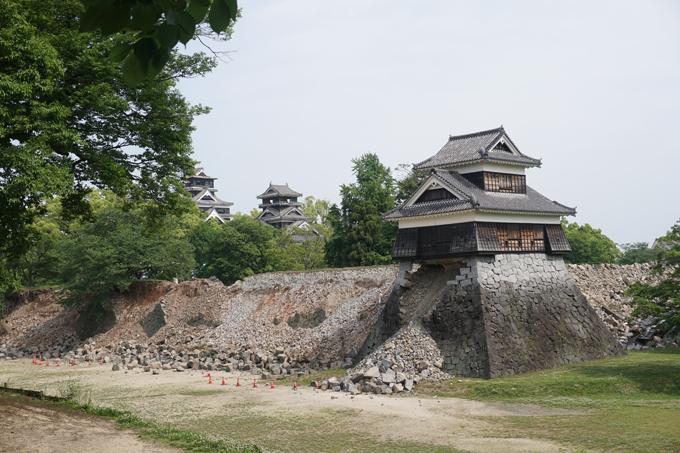 ▲石垣が崩れた熊本城。地震から1ヵ月後、私が撮影した写真です
