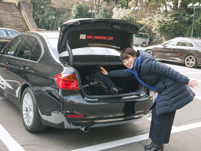 ▲車に積むことを考えてベビーカーを買ったわけではなかったため、荷室に入れる際に若干つっかえますが……収納できます。車を買ってベビーカーの出番がぐんと減りました