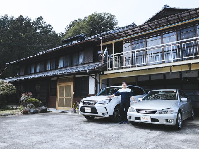 ▲埼玉県にお住まいの田島さん。広い敷地に2台の愛車が置かれていた