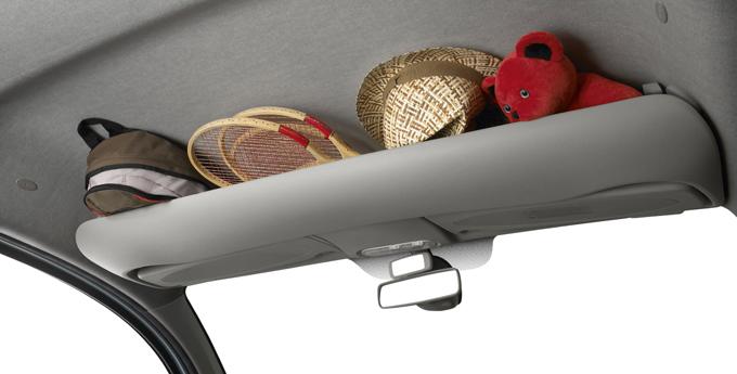 ▲分かりやすいイメージカット。天井が高い車ならではの贅沢収納ですね