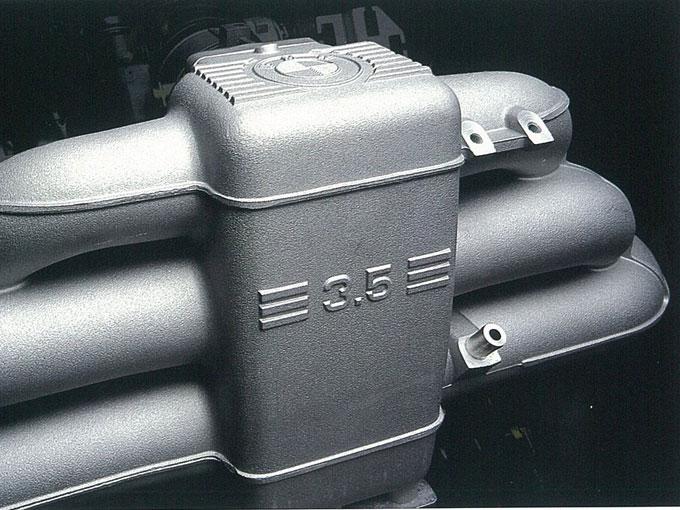 ▲直6モデルがラインナップの中心となるが、1991年のマイナーチェンジでV8を搭載した540iも加わった(写真は3.5L直列6気筒エンジン)