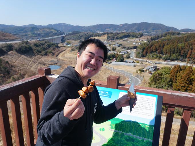 ▲浜松SAでは、高速道路初出店のPecolitaの富士山麓牛乳を使用したソフトクリーム(税込400円)と、目についたついでにスペアリブ(税込400円)も。人気のソフトクリームは、ふわっとした食感で、しっかりとミルクを感じられました。個人的には濃厚、というよりかはあっさりしていて食べやすかったです