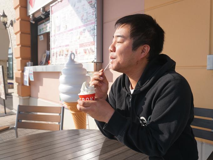 ▲駿河湾沼津SAのこちらも高速道路初出店となるIDEBOKのソフトクリーム(税込400円)。地元の乳製品を使用したソフトクリームは、口の中ですぐに溶けず、しばらく存在感を残す食感で、濃厚な味わいのソフトクリームでした