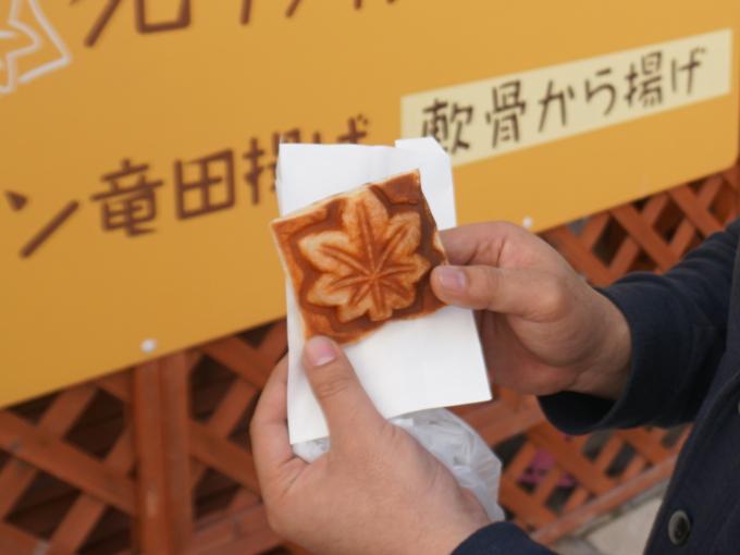 ▲まずは広島県にある福山SAの、クロワッサンもみじ饅頭(税込200円)。広島といえば、もみじ饅頭。しかしこれはクロワッサンの生地を使った、サクサク食感たまらない一品